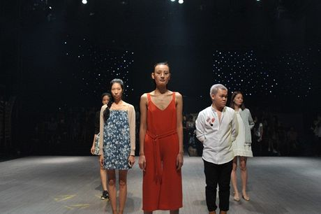 Vang Lilly Nguyen, Mai Ngo 'le bong' di tap catwalk - Anh 1