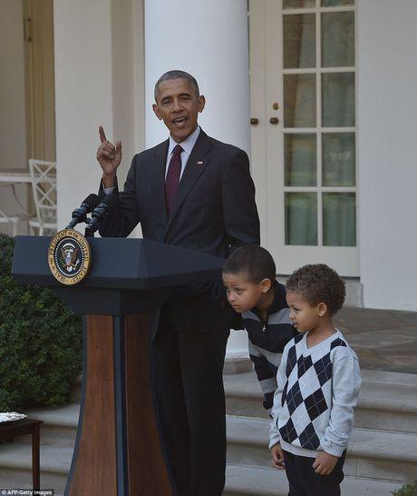 Gia dinh tong thong Obama phuc vu do an cho cac cuu binh My - Anh 10