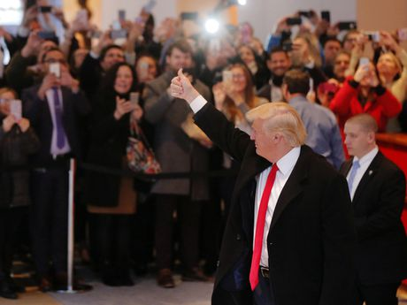 Ong Trump khong muon nghe thong tin tinh bao? - Anh 2