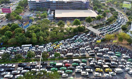 TP. HCM:Sau Tet Nguyen Dan moi lam cau vuot vao san bay - Anh 1