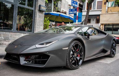 Lamborghini Huracan mau den mo doc nhat Viet Nam xuong pho - Anh 1