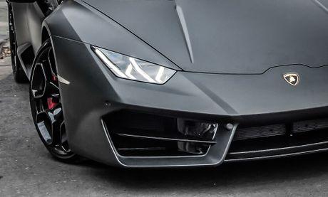 Lamborghini Huracan mau den mo doc nhat Viet Nam xuong pho - Anh 3