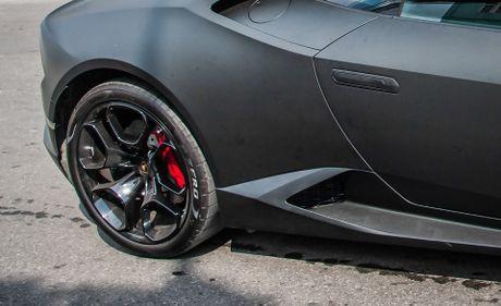 Lamborghini Huracan mau den mo doc nhat Viet Nam xuong pho - Anh 6