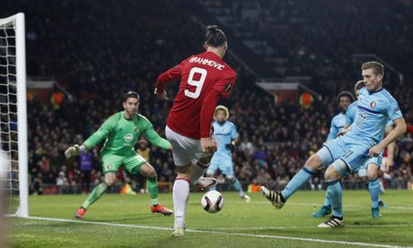 Rooney di vao lich su sau tran thang 4 sao - Anh 9