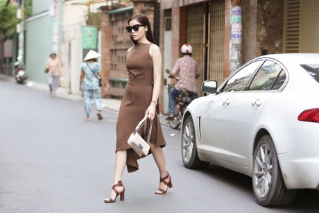 Hoa hau Ky Duyen tu lai xe di thu trang phuc - Anh 2