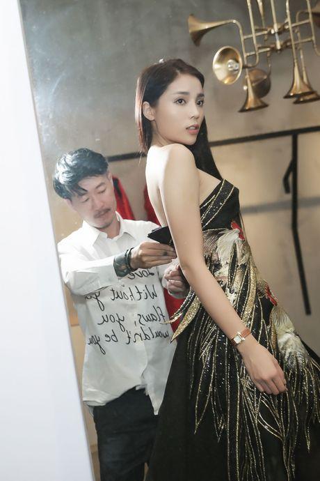 Hoa hau Ky Duyen tu lai xe di thu trang phuc - Anh 5