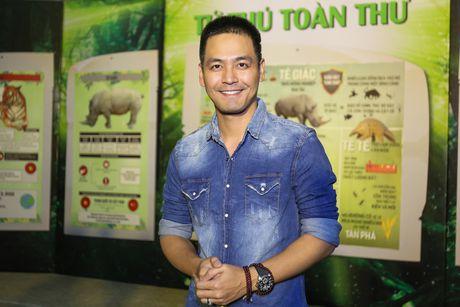 Pham Huong coi ao khoac de nhay cung MC Phan Anh - Anh 2