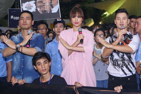 Pham Huong coi ao khoac de nhay cung MC Phan Anh - Anh 4