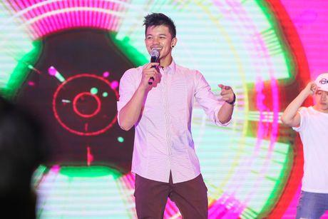 Pham Huong coi ao khoac de nhay cung MC Phan Anh - Anh 7