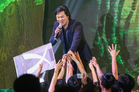 Pham Huong coi ao khoac de nhay cung MC Phan Anh - Anh 8