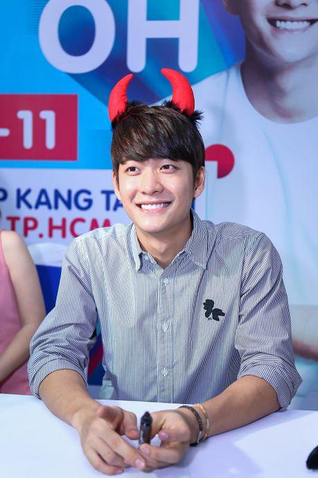 Khoanh khac Kang Tae Oh than thiet voi fan Viet - Anh 3