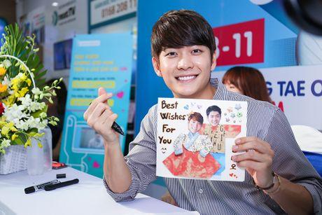 Khoanh khac Kang Tae Oh than thiet voi fan Viet - Anh 5