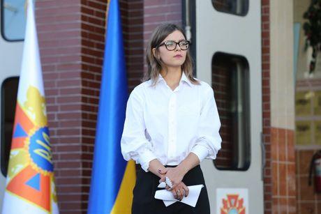 Chan dung my nhan 24 tuoi lam thu truong o Ukraine - Anh 1