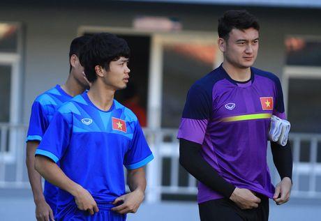 Cong Phuong thay doi hinh anh truoc tran gap Campuchia - Anh 2