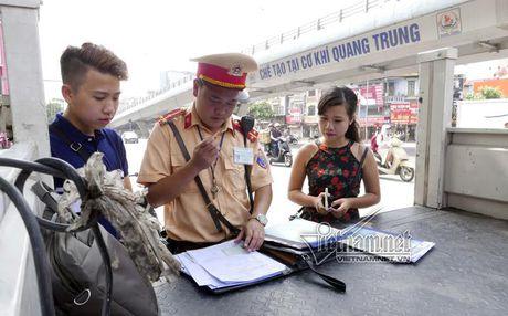 Ong Khuat Viet Hung: Phat xe thue, muon la hieu sai - Anh 2