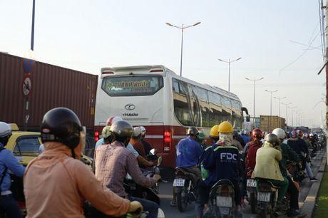 Ket xe tren Xa lo Ha Noi, giao thong hon loan - Anh 13