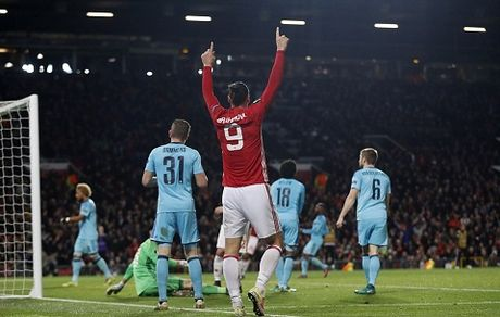 DIEM NHAN Man United – Feyenoord: Old Trafford van la diem tua. Them ky luc nua cho Rooney - Anh 1