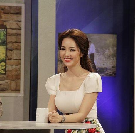 A hau Thuy Van tiet lo bi quyet de chong yeu chieu khong chan - Anh 1