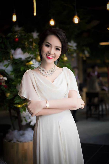 A hau Thuy Van tiet lo bi quyet de chong yeu chieu khong chan - Anh 3