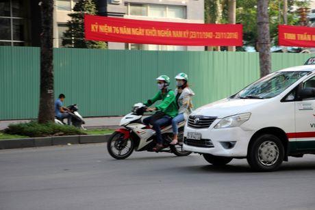 65 tai xe chay xe om cong nghe bi tai xe xe om truyen thong hanh hung - Anh 1