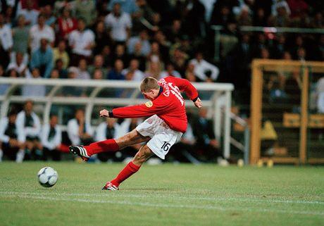 Nhin lai su nghiep lay lung cua tien ve Steven Gerrard - Anh 3