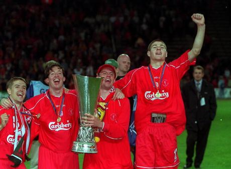Nhin lai su nghiep lay lung cua tien ve Steven Gerrard - Anh 4