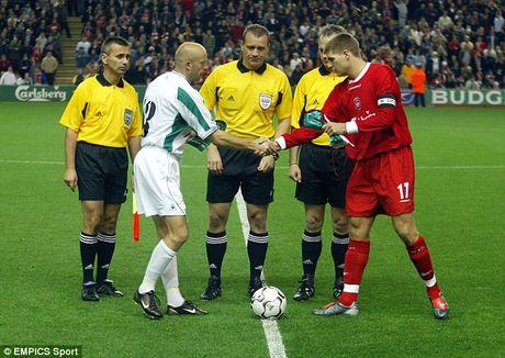 Nhin lai su nghiep lay lung cua tien ve Steven Gerrard - Anh 6