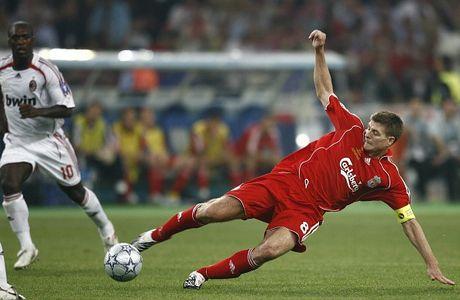 Nhin lai su nghiep lay lung cua tien ve Steven Gerrard - Anh 9