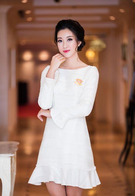 Hoa hau My Linh dien dam trang gian di nhung van cuon hut - Anh 7