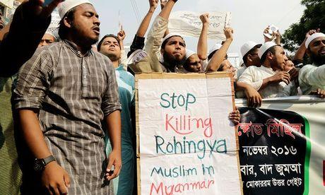 Nguoi Rohingya bieu tinh truoc Dai su quan Myanmar o Thai Lan - Anh 1
