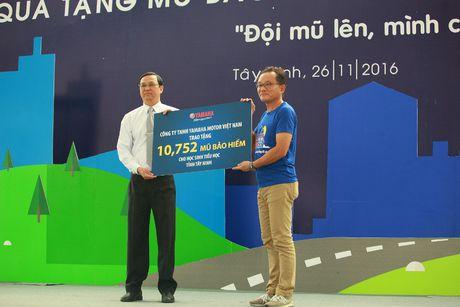 Yamaha trao tang 22.000 mu bao hiem tai Thanh Hoa, Tay Ninh - Anh 2