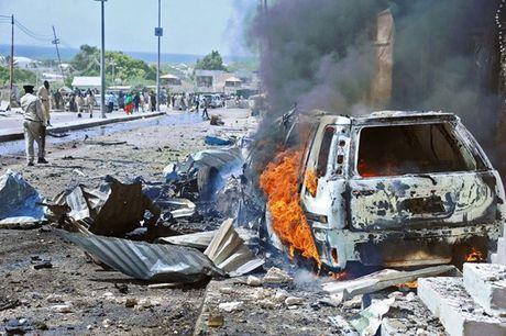 Somalia: Bom xe phat no khien hang chuc nguoi thuong vong - Anh 1
