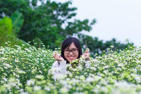 Thieu nu Ha thanh ron rang check-in vuon hoa cuc hoa mi tuyet dep - Anh 6