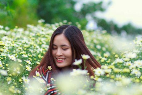 Thieu nu Ha thanh ron rang check-in vuon hoa cuc hoa mi tuyet dep - Anh 7