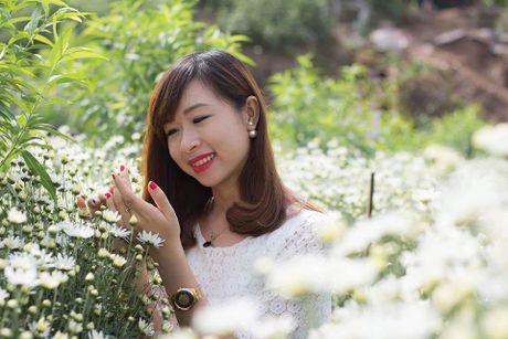 Thieu nu Ha thanh ron rang check-in vuon hoa cuc hoa mi tuyet dep - Anh 8