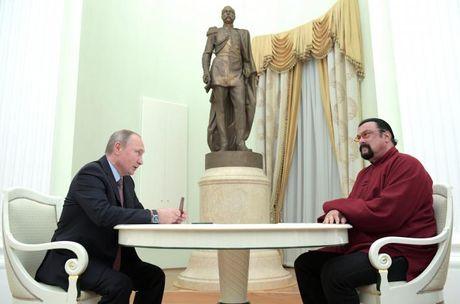 Putin cap ho chieu Nga cho dien vien My noi tieng - Anh 1
