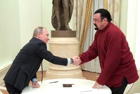 Putin cap ho chieu Nga cho dien vien My noi tieng - Anh 2