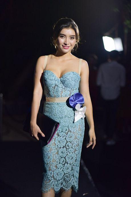 Thuy Dung cup nguc - Ky Duyen kieu ga trong, do sac 'nay lua' - Anh 9