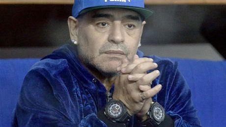 Maradona day hanh phuc di xem tennis cung nguoi tinh tre - Anh 2