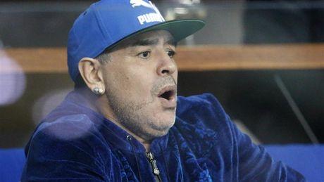 Maradona day hanh phuc di xem tennis cung nguoi tinh tre - Anh 3