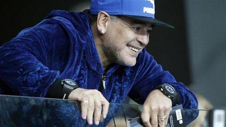 Maradona day hanh phuc di xem tennis cung nguoi tinh tre - Anh 4