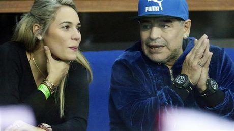 Maradona day hanh phuc di xem tennis cung nguoi tinh tre - Anh 5