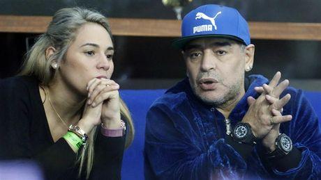 Maradona day hanh phuc di xem tennis cung nguoi tinh tre - Anh 7