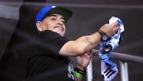 Maradona day hanh phuc di xem tennis cung nguoi tinh tre - Anh 9