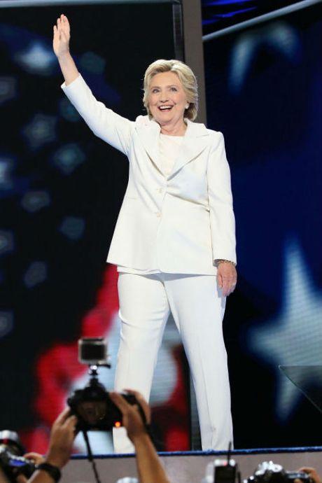 Ngam phong cach thoi trang quyen luc cua ba Hillary Clinton - Anh 1