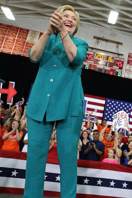 Ngam phong cach thoi trang quyen luc cua ba Hillary Clinton - Anh 3