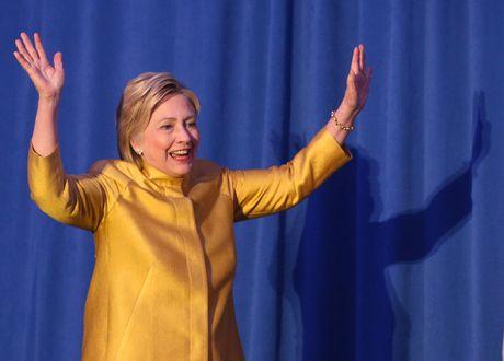 Ngam phong cach thoi trang quyen luc cua ba Hillary Clinton - Anh 5