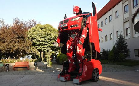BMW 3-Series bien hinh ro bot Transformer gia 13 ty - Anh 3