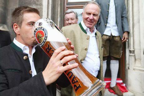 Ghe sep tai Bayern dang cho Philipp Lahm - Anh 1