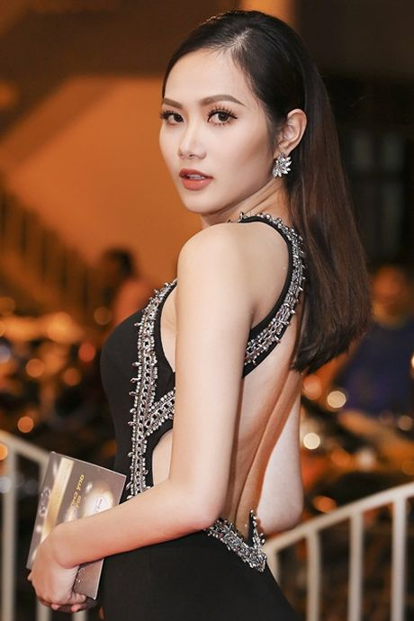 """""""Chi em"""" A hau Ha Thu - Dieu Linh tai xuat tham do bang phong cach goi cam - Anh 3"""